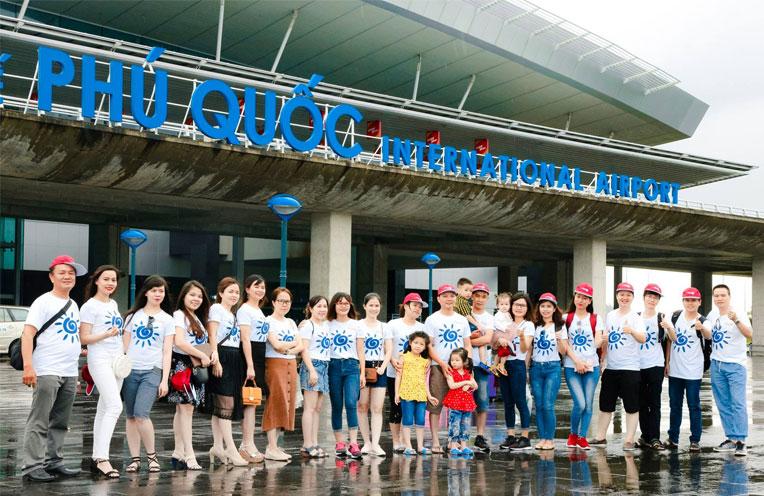 Nhân viên công ty TNHH Đầu tư Quốc tế Hoàn Mỹ tham quan và khám phá Phú Quốc