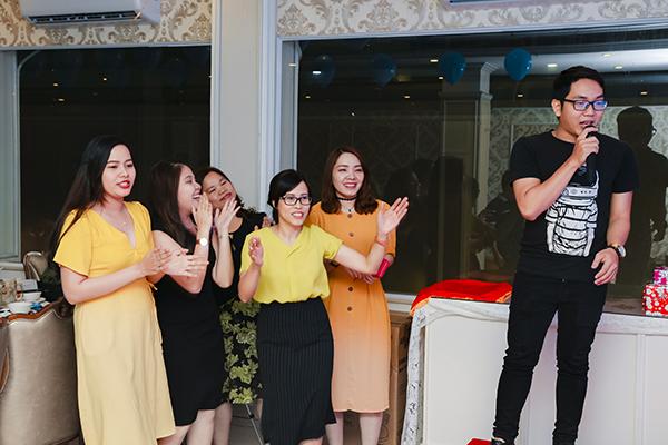 Nhân viên TVBUY hoà mình vào những nhạc khúc mùa Xuân tại buổi tiệc